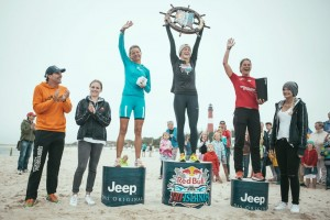 Winners Hanna Winckler (middle)  Simone Buerli (left) and Kai Sachleber (right) celebrating on the podium at the Red Bull Tri Islands in Sylt, Germany on August 16, 2015 // Lennart Ritscher / Red Bull Content Pool // P-20150817-00033 // Usage for editorial use only // Please go to www.redbullcontentpool.com for further information. //