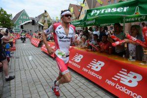 Jan Frodeno hochkonzentriert vor seinem nächsten großen Triumph. Foto: Armin Schirmaier