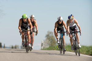 Profistarterfeld beim Triathlon Wallisellen