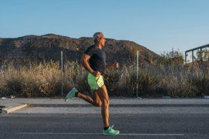 Älterer fitter Jogger