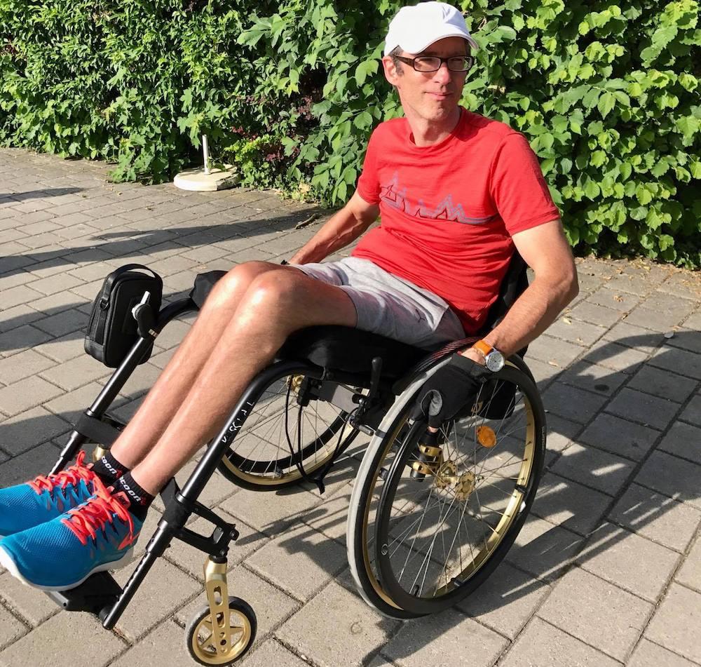 Triathlet Karsten Pfeifer in seinem Rollstuhl