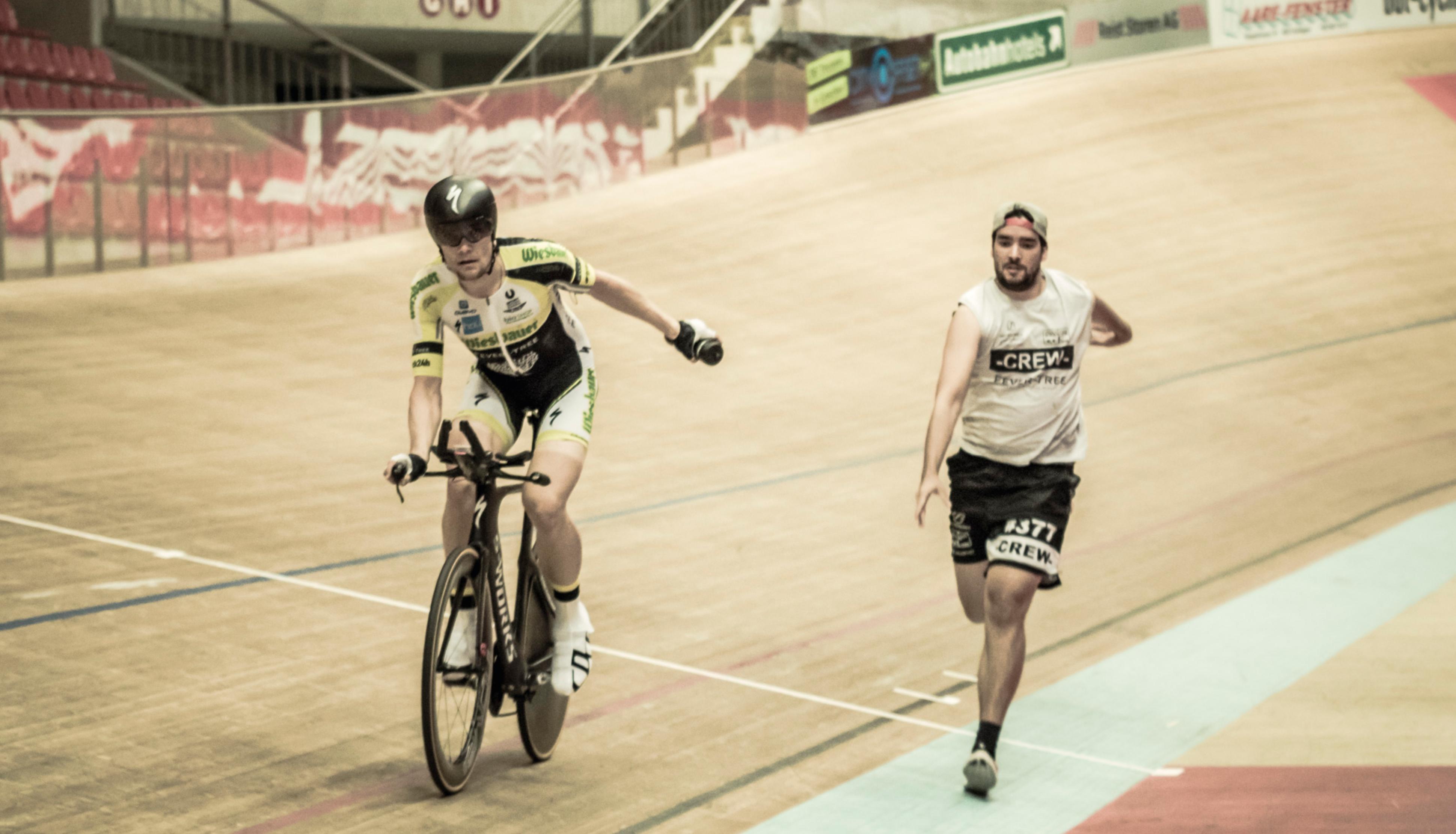 3767 Runden fuhr Christoph Strasse bei seinem neuen Weltrekord auf dem Fahrrad