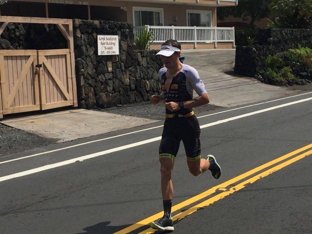Sebastian Kienle am Ali 'i Drive auf der ersten Marathonhälfte beim Ironman Hawaii