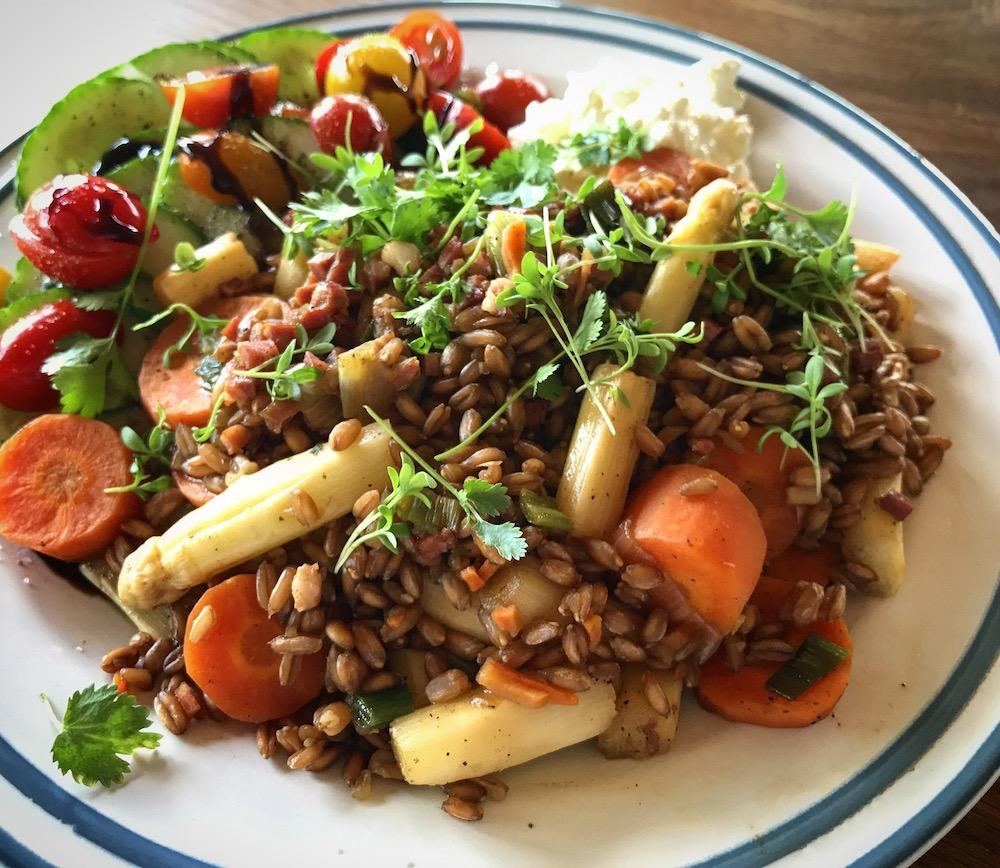Salat mit gekochtem Dinkel