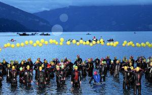 THUN, 19AUG17 - Los geht's: Start der Triathletinnen und Triathleten im Strandbad von Thun zur 3.1 km langen Schwimmstrecke von Thun nach Oberhofen anlaesslich des 20. Inferno Triathlons im Berner Oberland am 19. August 2017.<br /> Impression of the 20th Inferno Triathlon in the Bernese Oberland, Switzerland, August 19, 2017.<br /> swiss-image.ch/Photo Remy Steinegger