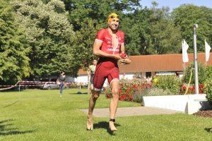 Boris Stein auf dem Weg in die Wechselzone beim Mussbacher Triathlon, BASF Triathlon Cup 2018.  Foto © PIX-Sportfotos