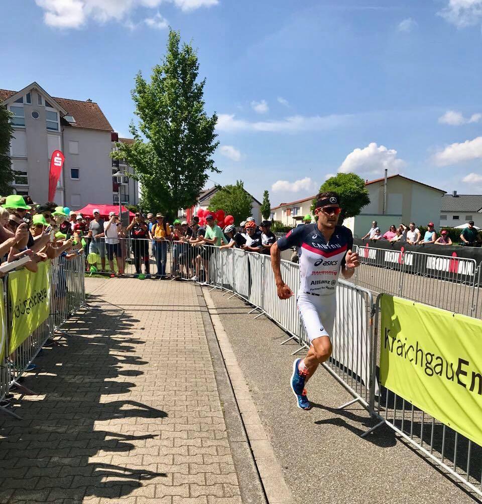 Jan Frodeno beim Wechsel auf die Laufstrecke