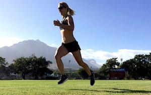 Profi-Triathletin Anja Beranek beim Lauftraining in Südafrika
